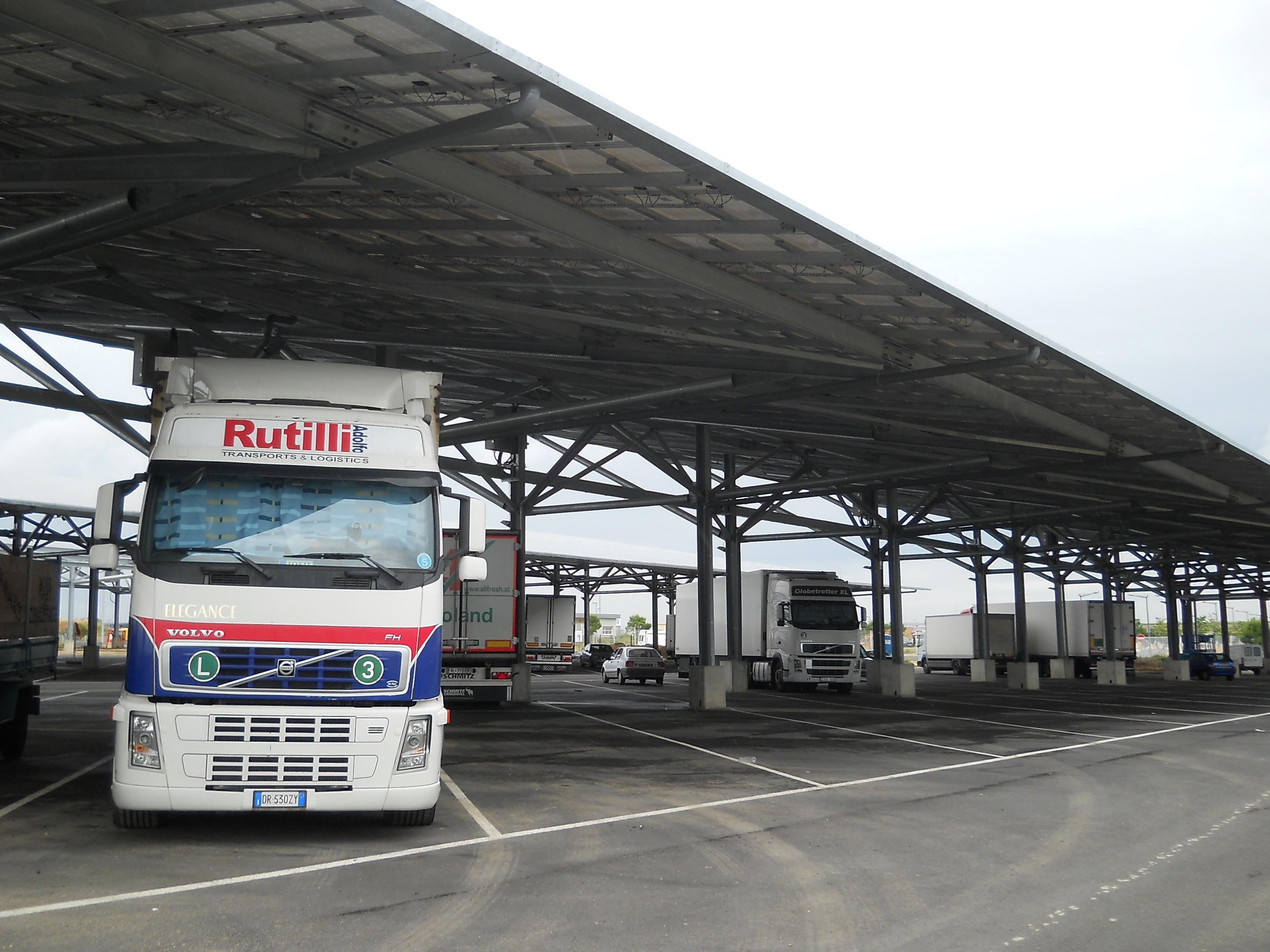 ombrières photovoltaîques marseille casino parking poids lourds