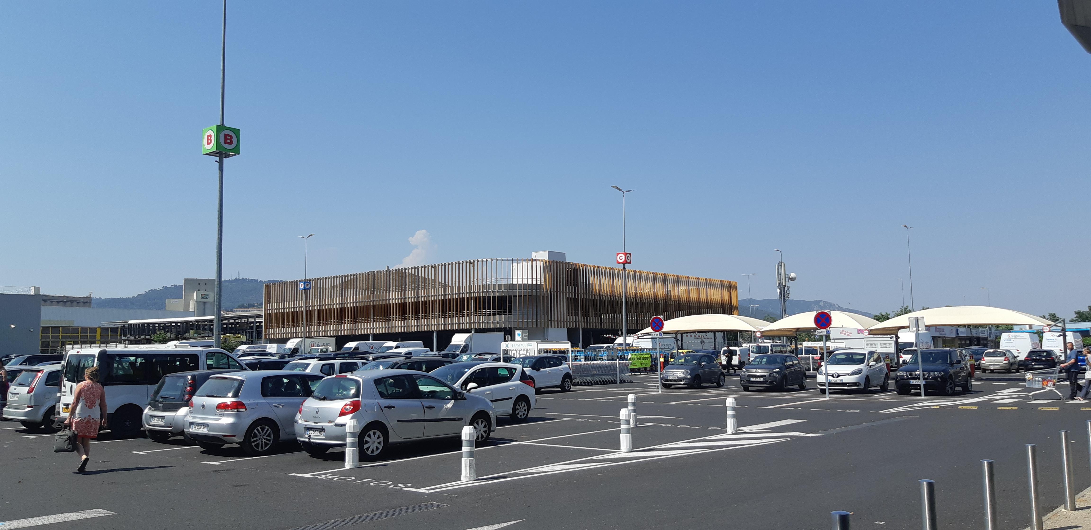 parking silo decathlon manosque